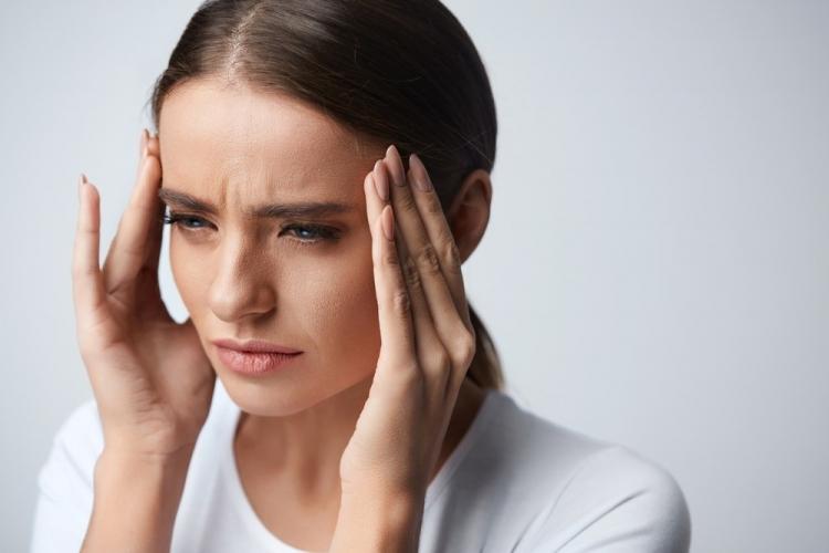 durerile de cap și gât)