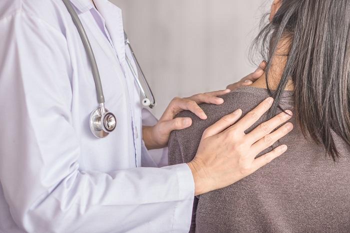 dureri la nivelul umerilor care medic)