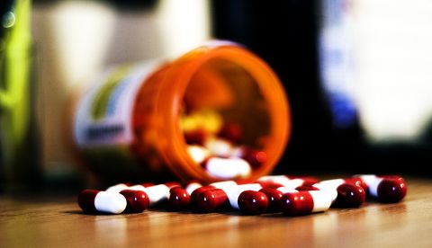 Prescrierea analgezicelor si riscurile declansarii dependentei, la persoanele care au cancer