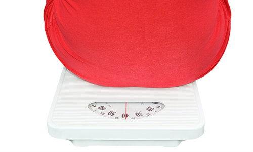 5 motive din cauza carora acumulam grasime pe abdomen