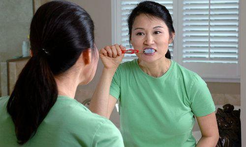 Spalatul pe dinti are beneficii neasteptate pentru sanatatea mintala (studiu)