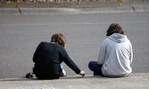 Baietii si fetele sunt afectati in mod diferit de stresul provocat de traumele psihologice