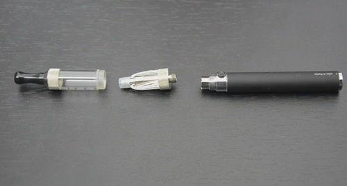 Aromele tigarilor electronice pot produce vapori la acelasi nivel de toxicitate precum fumul din tutun