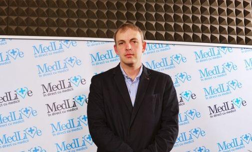 Dr. Andrei Anastasiu, medic primar ortopedie: Uzura completa a articulatiei este un fenomen destul de frecvent pentru ca, in Romania, oamenii se prezinta tarziu la medic | VIDEO
