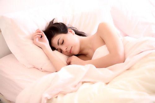 De ce este recomandat sa dormim dezbracati