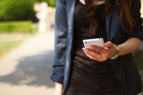 Ar putea smartphone-ul sa declanseze sindromul de tunel carpian?