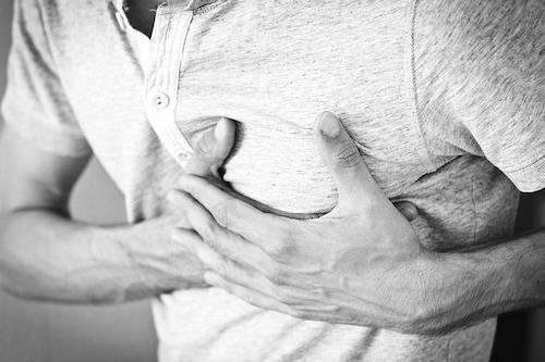 Durerea in piept din timpul atacului de panica vs cea asociata cu ...